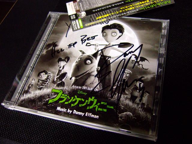 名前の部分を隠してますが、ダニーさんはワタクシの名前を入れてサインしてくれました。