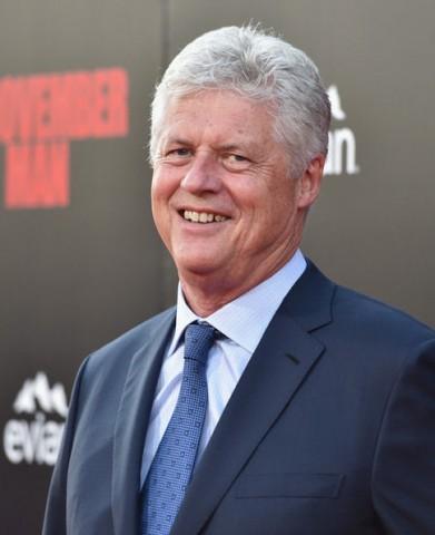 プレミア会場でのロジャー・ドナルドソン監督。 ビル・クリントン元大統領に似てますか?