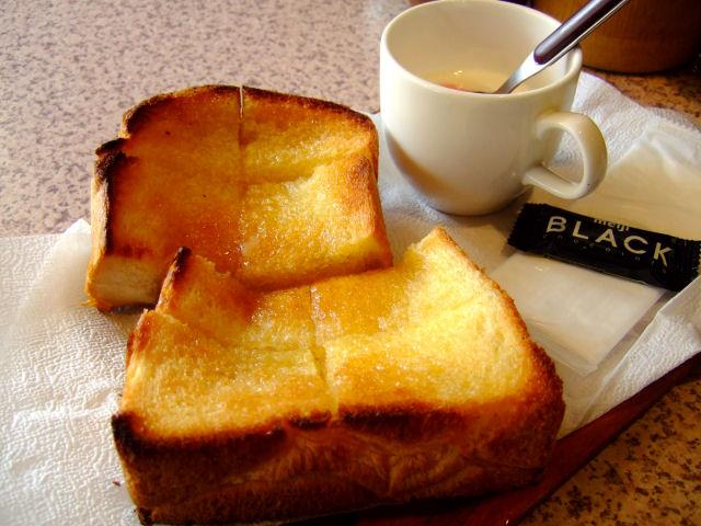 はちみつトーストセット。 ヨーグルトとコーヒーがつきます。