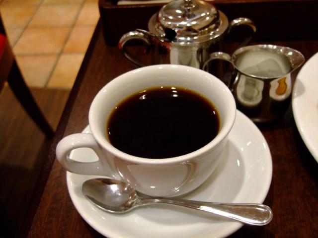 コーヒーはハンドドリップ。